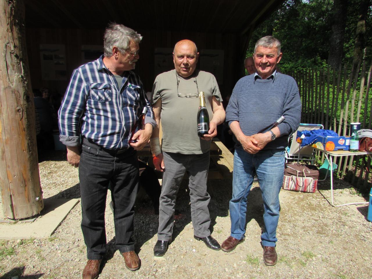 Ils sont arrivés à la deuxième place : Jacques, Jean Claude et François