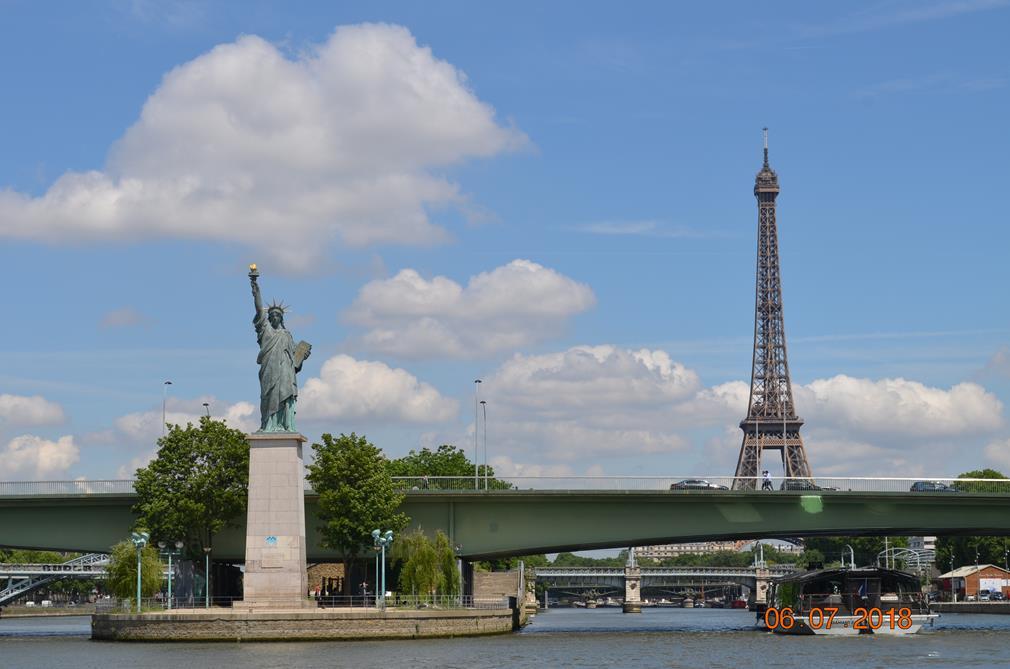 La Tour Eiffel vue de la péniche