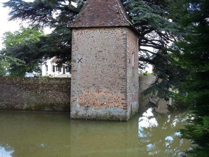 Les douves à La Fontenelle