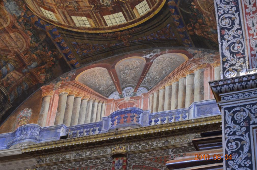 Nombreuses peintures et mosaïques dans les églises